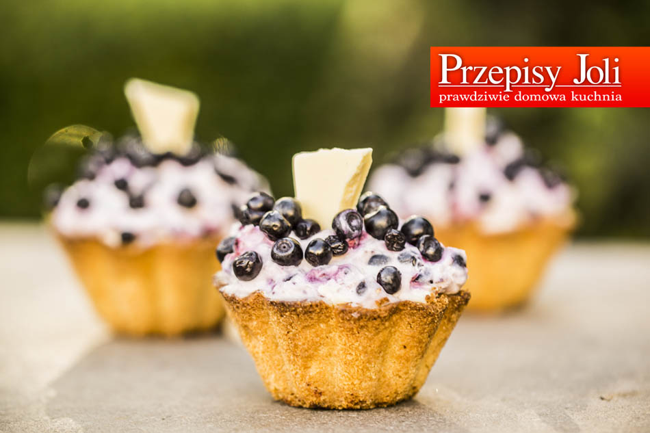CRUSTY BLUEBERRY CUPCAKES – TASTY RECIPE