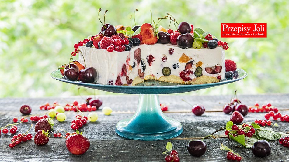 NO-BAKE CHEESECAKE WITH SUMMER FRUITS